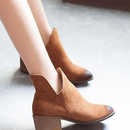 Chunky Heel Pointed-Toe Leather Boo..
