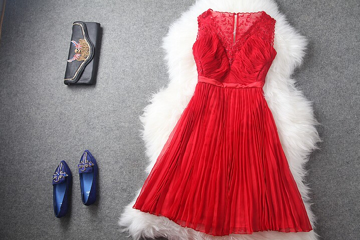 Red embroidery v-neck pleated waist dress dress