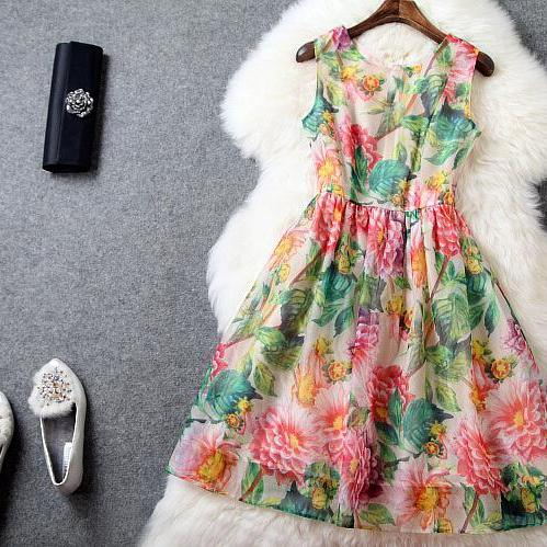 Fashion and elegant Print dress
